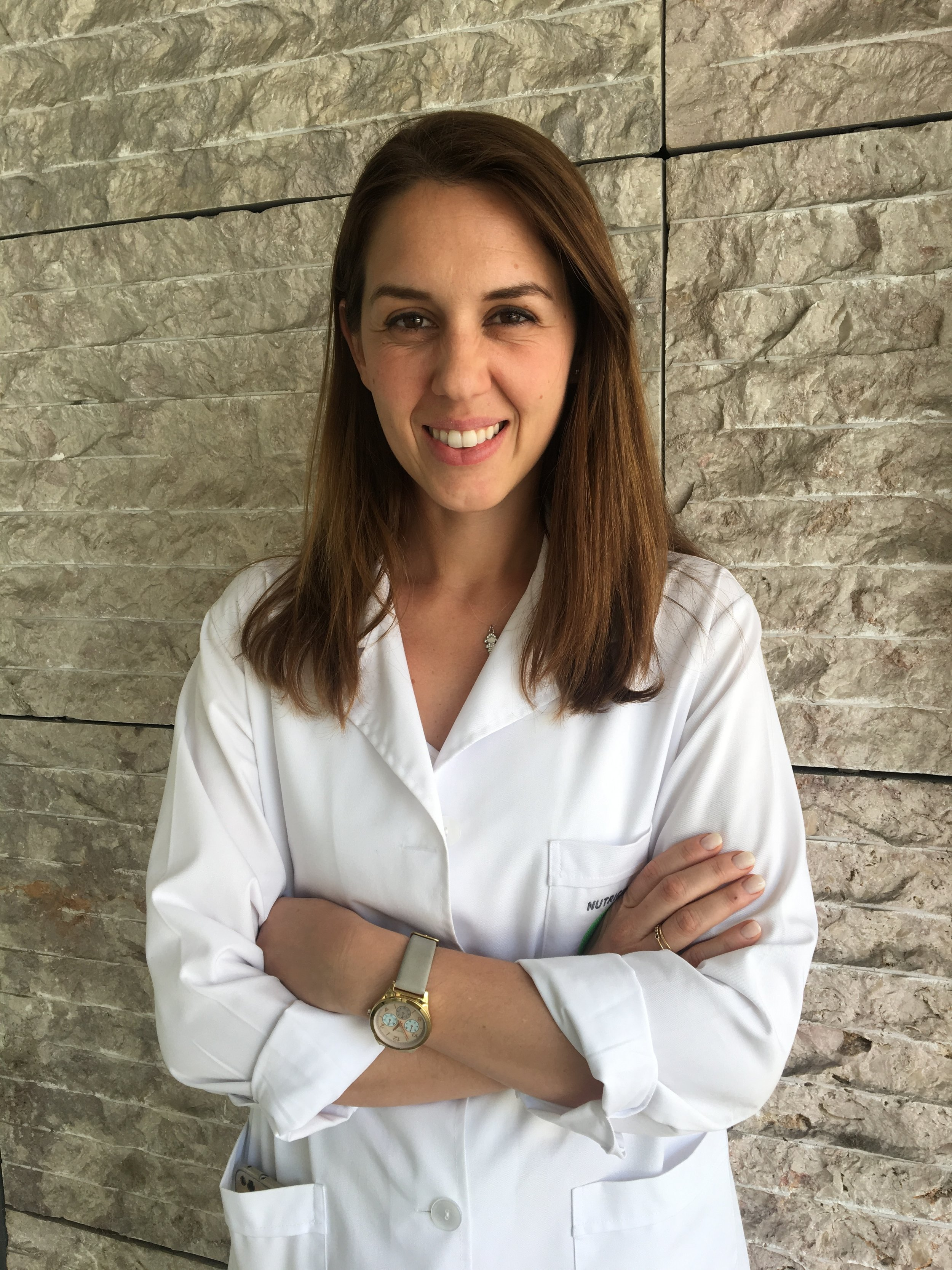 CAROLiNA FERNANDES - NUTRITIONIST   Master Degree in Science Nutrition  Order of Nutritionist Member - 0124N  Complementary Education in Functional Nutrition and Eating Disorders.