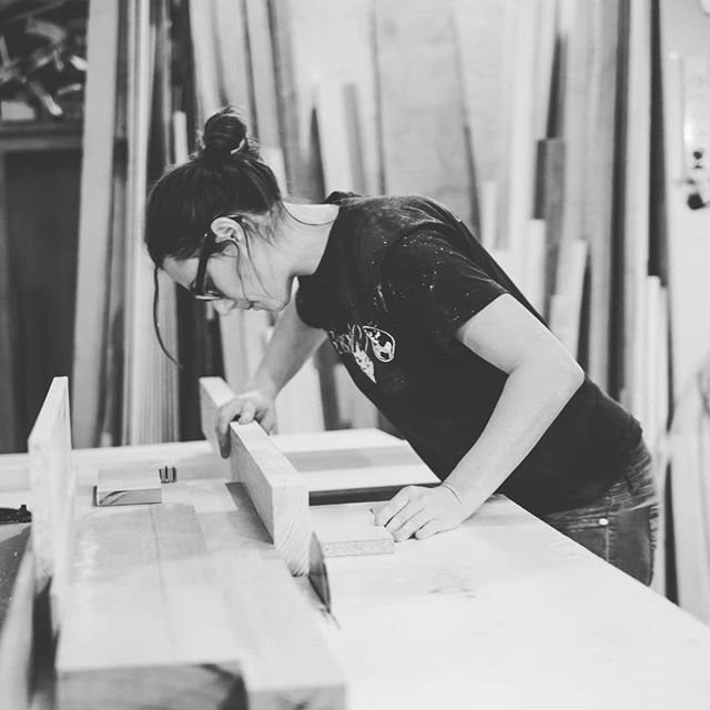 ARTE SANA Disfruten! Enjoy! 😊✊✊✊ . . . . . www.riotwood.com Pic by @martatower_estudiofotografico @comcosy #riotwood #comcosy #woodworking #handmadeforniture #desing  #woodshop #carpentry #madera #madriddesign #wood #spanishdesign #mobiliario #craftsmenunited #customframe #marcos #enmarcacion #decoracion #walldecoration #cozy #customframe