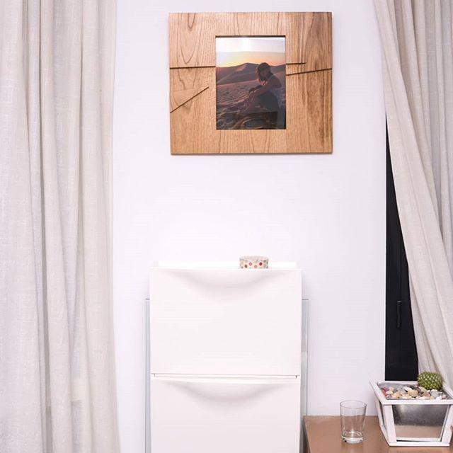 Diseños únicos, maderas nobles y mucha dedicación para vestir tus fotos. Eso es riotwood! . . . . Unique desings, wood and lots of dedication for your photos! Thats riotwood!  www.riotwood.com Pic by @martatower_estudiofotografico #riotwood @comcosy @gb35 @laboticadelatorre #comcosy #woodworking #enmarcaciones  #customframe #shop #marcos #enmarcacion #decoracion #walldecoration #cozy #customframe #madrid #madera #craftsmenunited