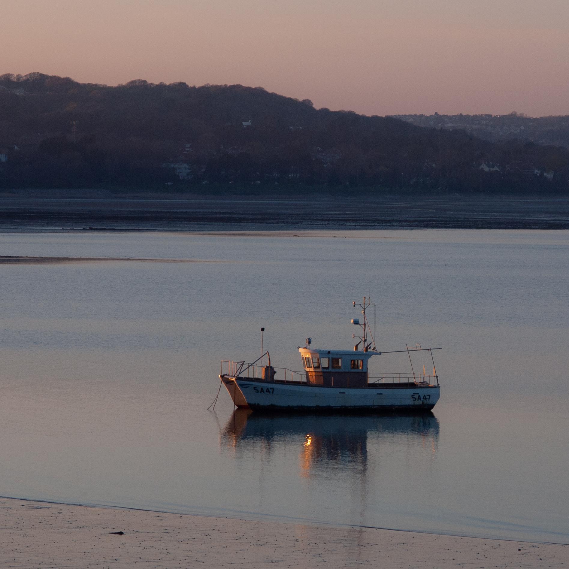 Fishing Vessel at anchor off Knab Rock