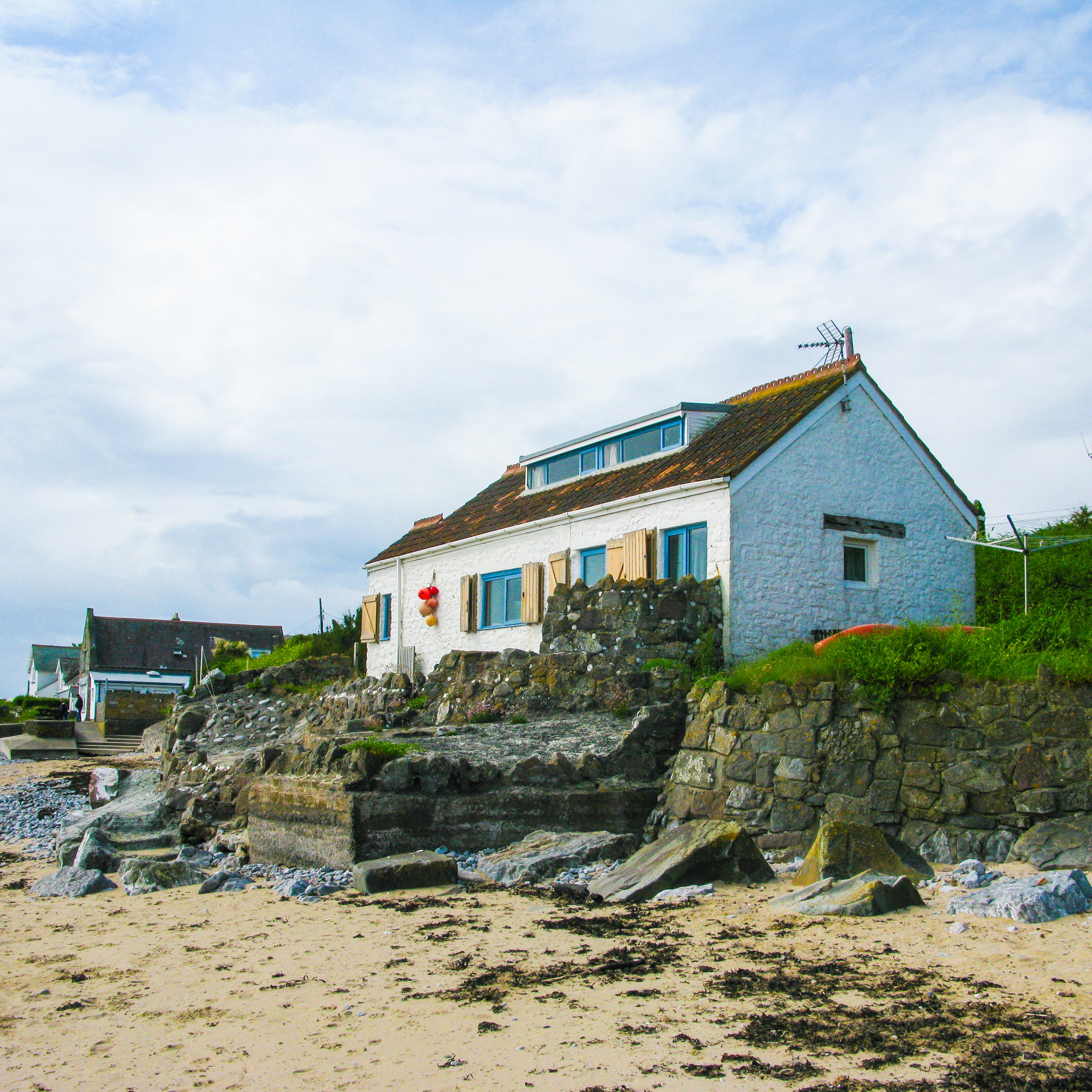 Port_Eynon_beach_cottage_2.jpg