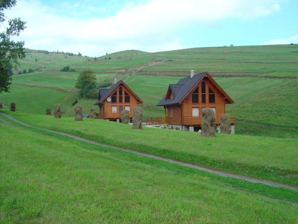 belianske-tatry-chaty-winter-and-summer-03.jpg
