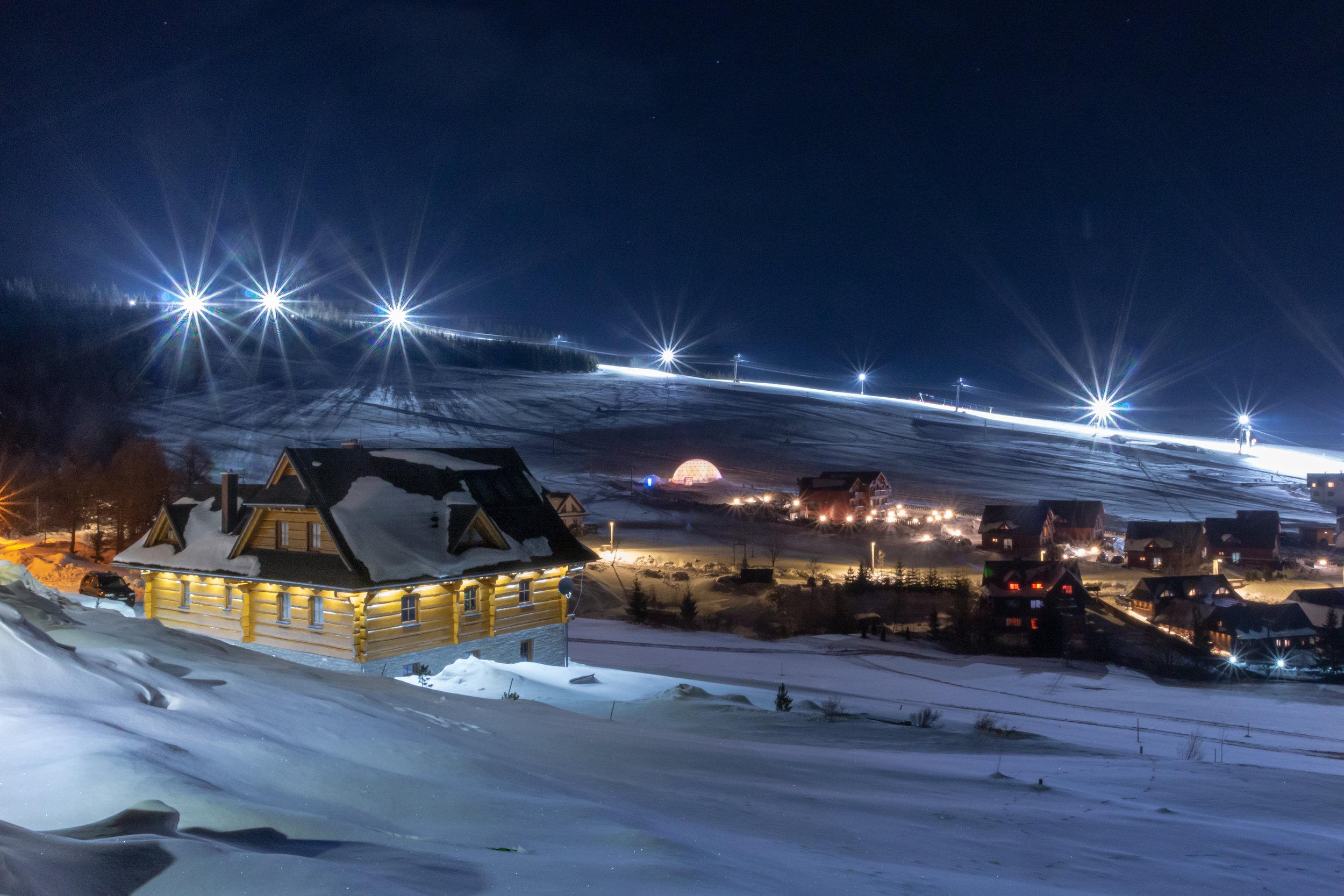 ©-jozefl-pitonak-svetelny-dom-v-zdiari-zima-2019-exts-night-310119-001.jpg