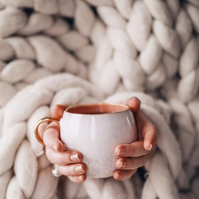 It's that kinda day ☕🌧 ⠀⠀⠀⠀⠀⠀ Sending all our gorgeous clients some love on this rainy Friday 💕 ⠀⠀⠀⠀⠀⠀ Check out our story and tell us how you're doing ☝🏼 ⠀⠀⠀⠀⠀⠀ Wax It gals x
