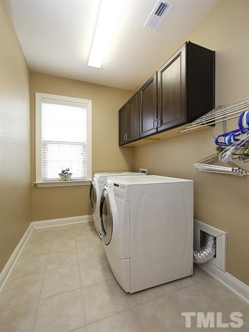 upstairs laundry.JPG