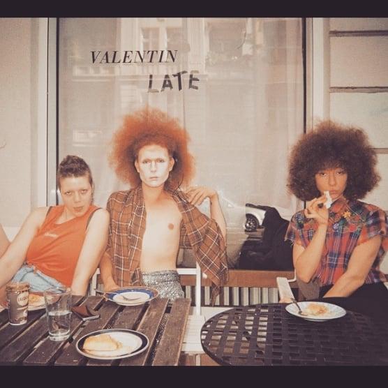 Pre - makeup Pastries Pour les Papas 💄👑🕶️ 📸 @oliverbaldwin.blogspot #dragking #dragkings #berlin #venusboys