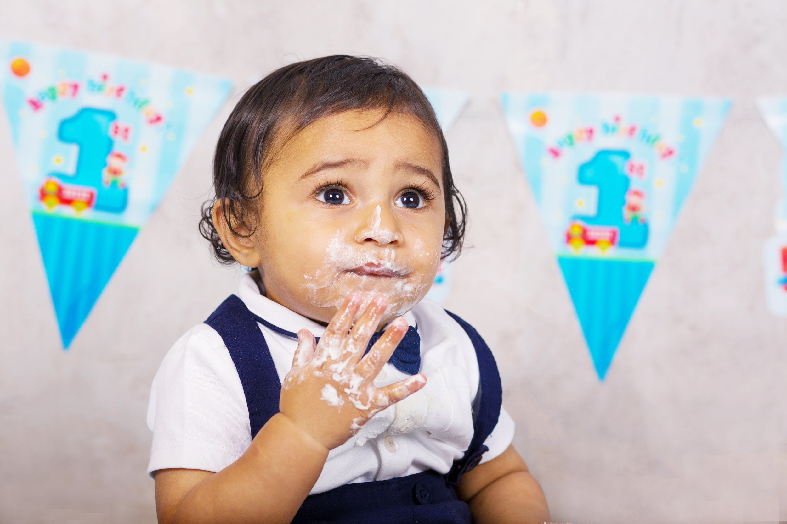 Cake Smash 1st birthday photoshoot Reading 3.jpg