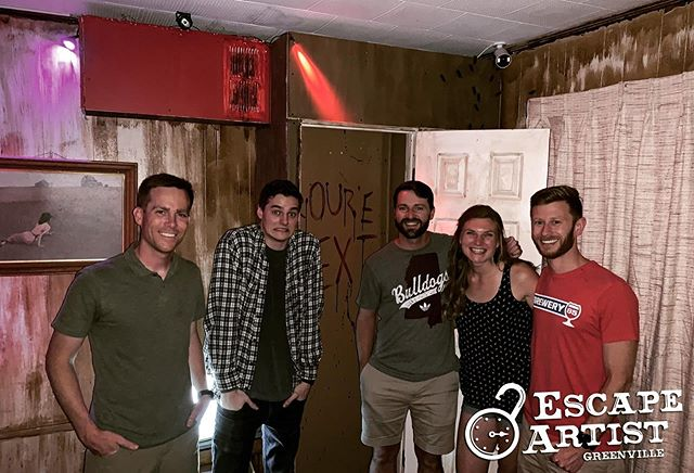 If you haven't already been to @escapeartistgreenville you have to go! We had an amazing time in their #StarlightMotel tonight. Wonderful set design, brilliant puzzles and hilarious live actors! Check 'em out next time you're in Greenville!