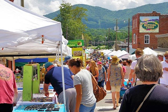 Don't miss the 42nd annual Sourwood Festival in Black Mountain this weekend! Fri-Sun, over 200 vendors and 30,000 people expected to attend! Delicious food and drinks, fun rides, boutique shopping and more! #sourwood2019 #blackmountain