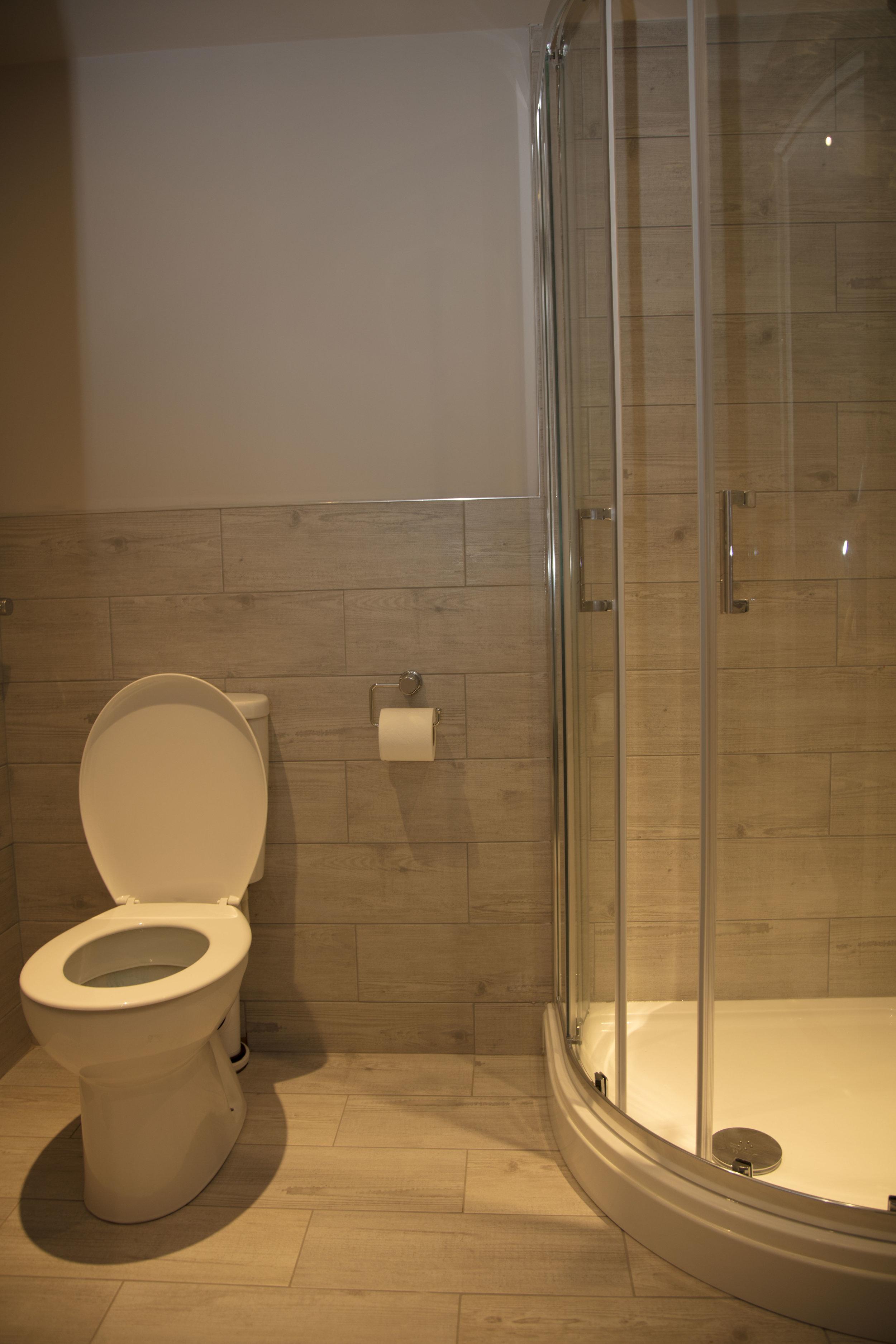 Room 5 en-suite.jpg