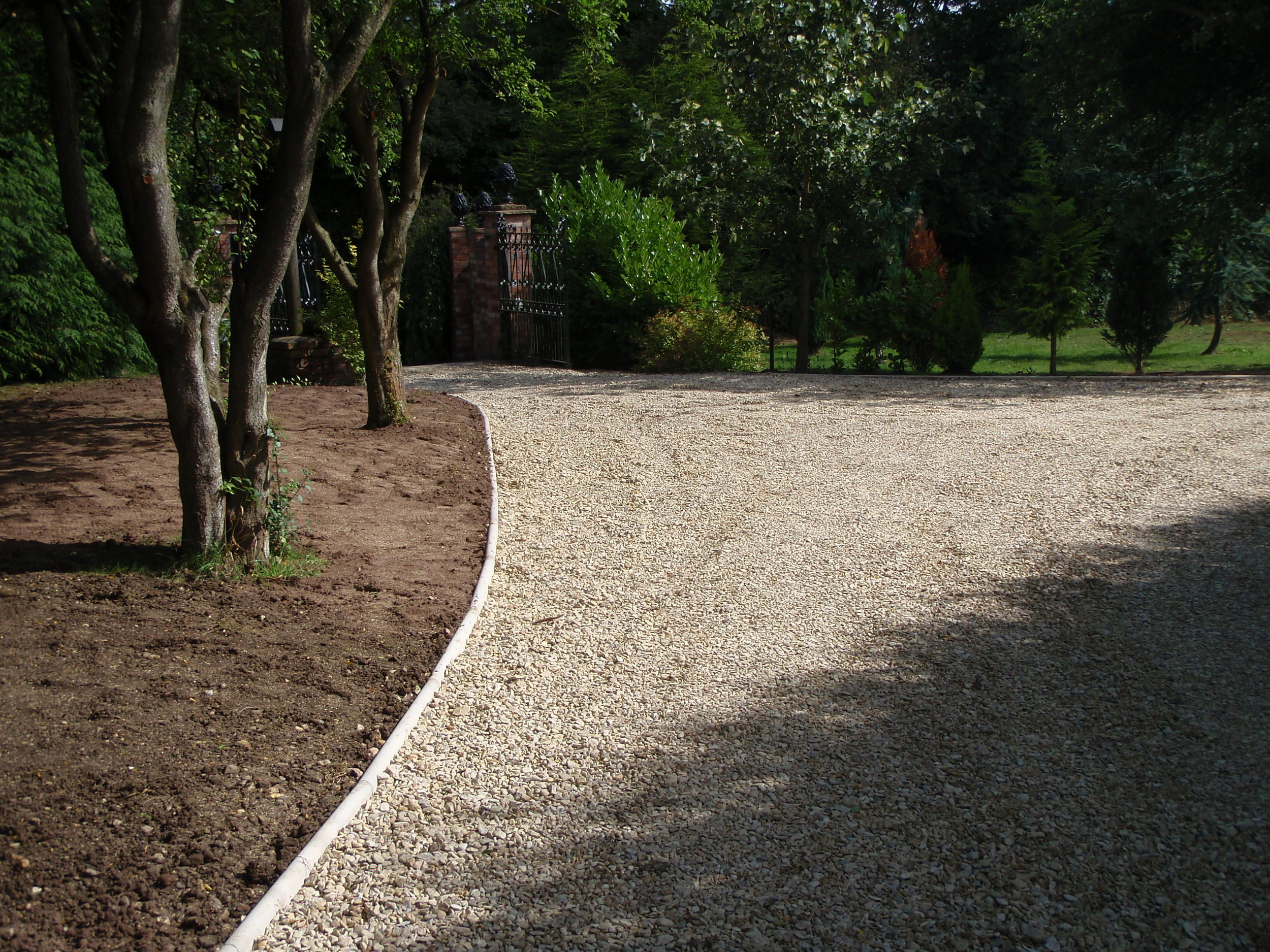 Gravel driveway with concrete edging - Pershore, Worcestershire