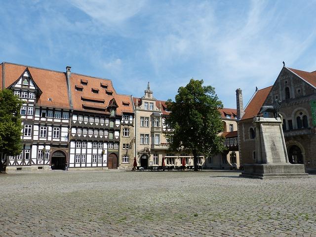 SIGHTSEEING IN Braunschweig -
