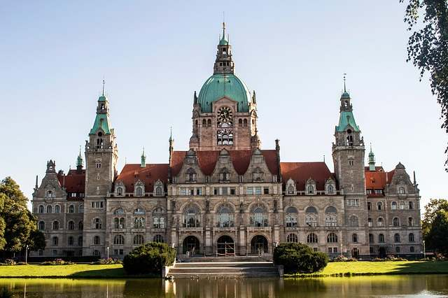 SIGHTSEEING IN Hannover -