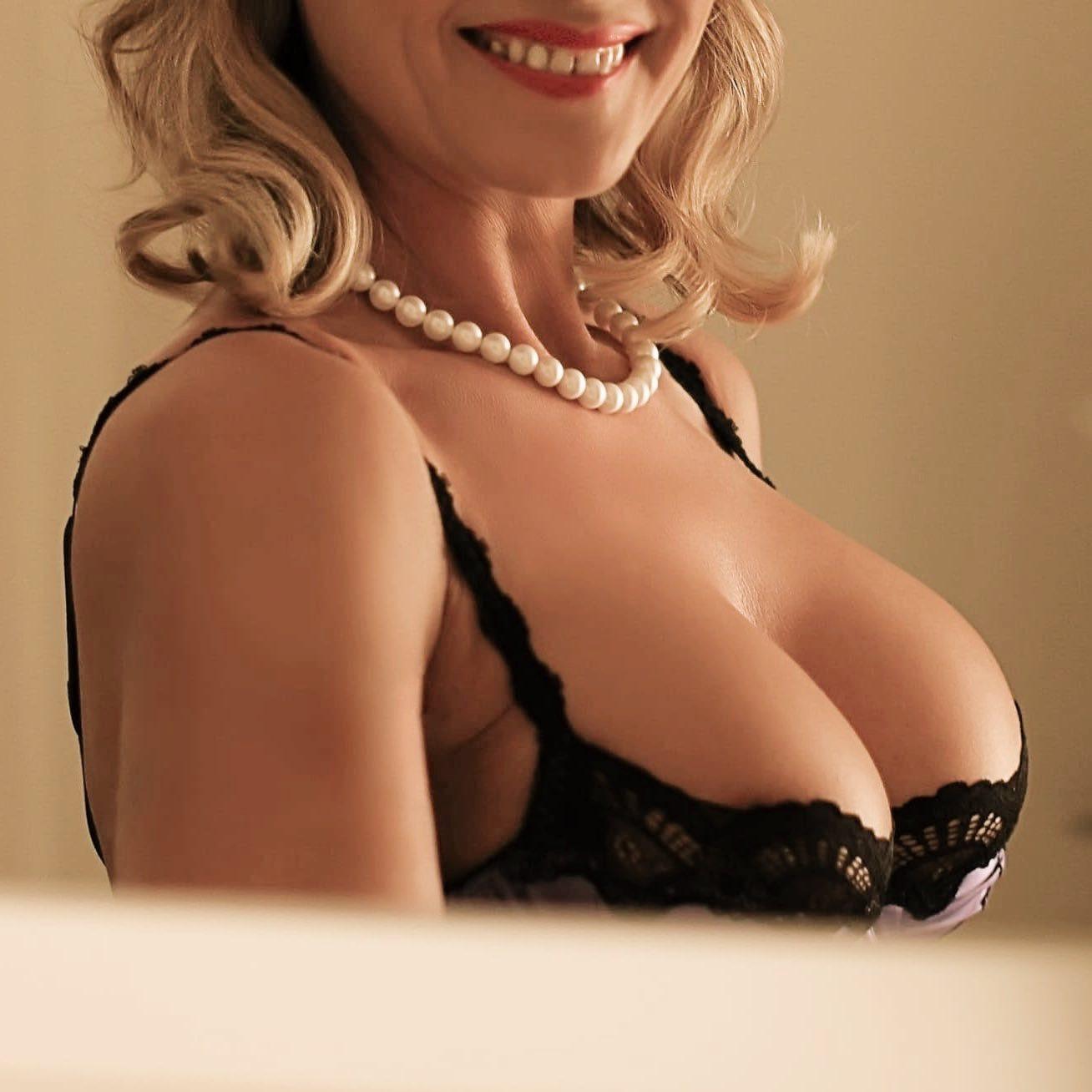 lady-valerie-aus-karlsruhe-perfect-date-escort-001 2rd.jpg