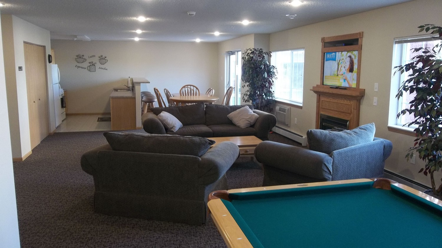 Grand-Gateway-Apartment-Homes-Community-room-equipped-with-TV-Pool-table.JPG