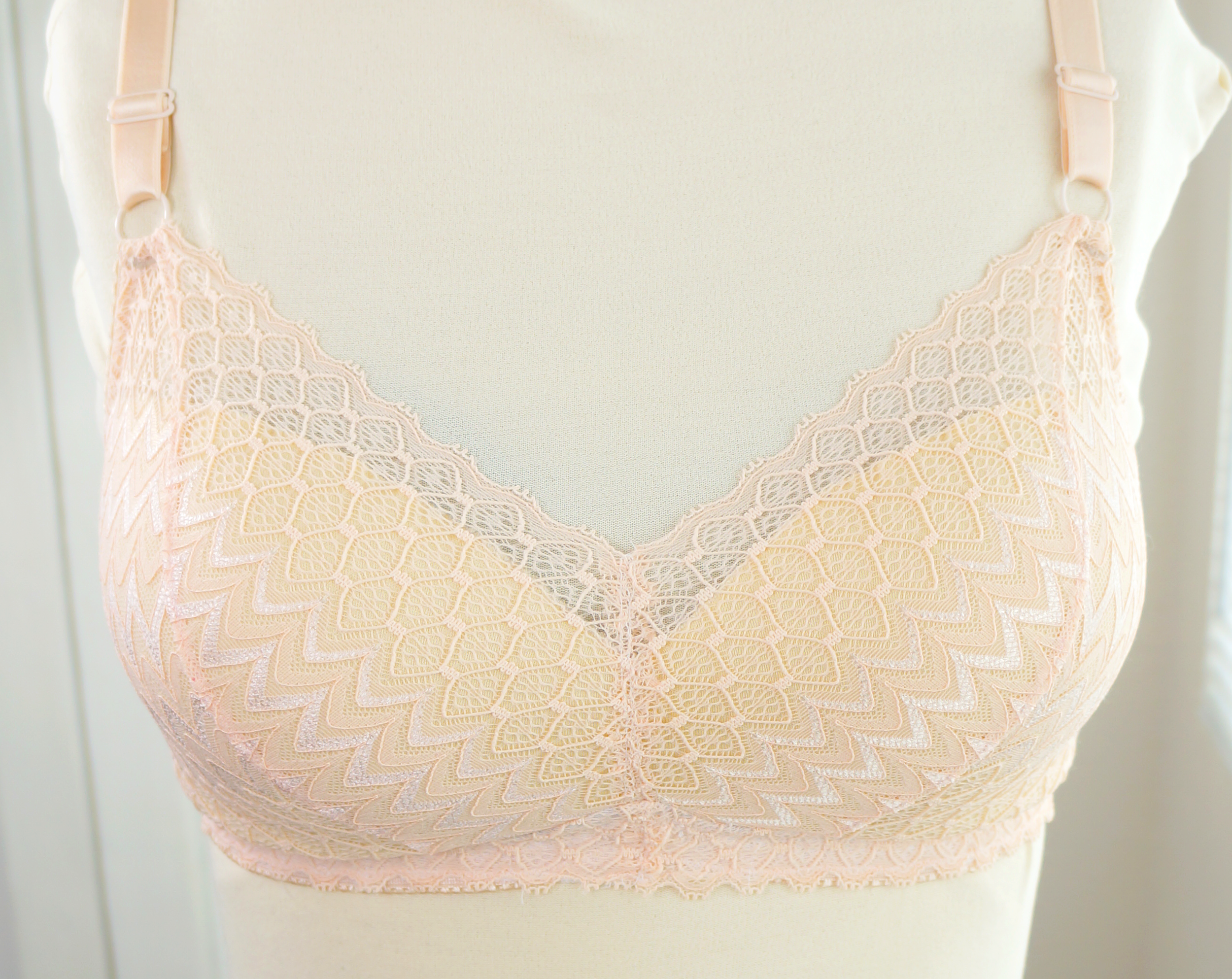 This gorgeous lace looked wonderful in this 50's inspired bra!  Lotus Bra Pattern in Lace + bra foam + internal sling. Get this look with out Peach Wave Kit!