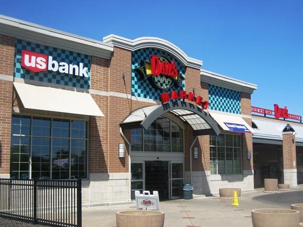 Dave's Supermarket, Middlebury Plaza