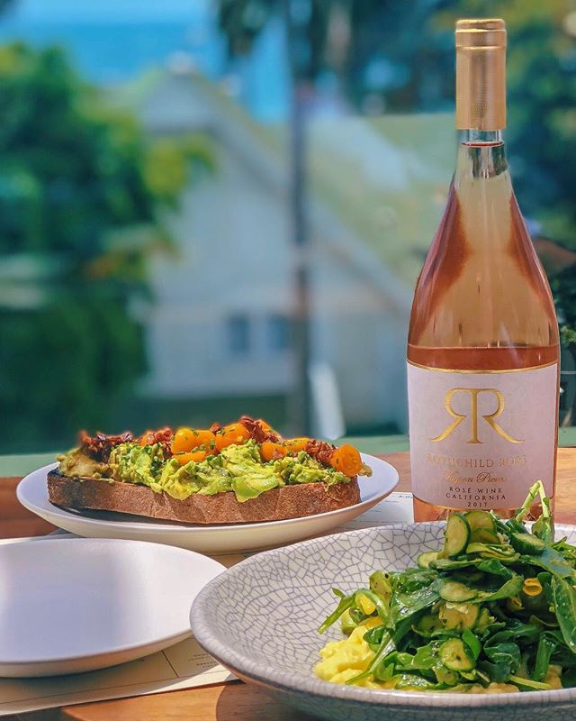 It wouldn't be brunch without some Rosé • Tayson Pierce 2017 Rothchild Rosé • #whitewine #winelover #redwine #rosewine #brunch #wine #breakfast #vino #eggs #winetasting #winetime #instawine #lunch