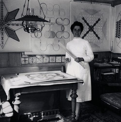 Emma Kunz about 1953 at her drawing table in Waldstatt. While working, she always wore a white apron. [1] (State archive AR estate Werner Schoch). http://www.tagblatt.ch/nachrichten/panorama/Der-heilige-Berg;art253654,3511640