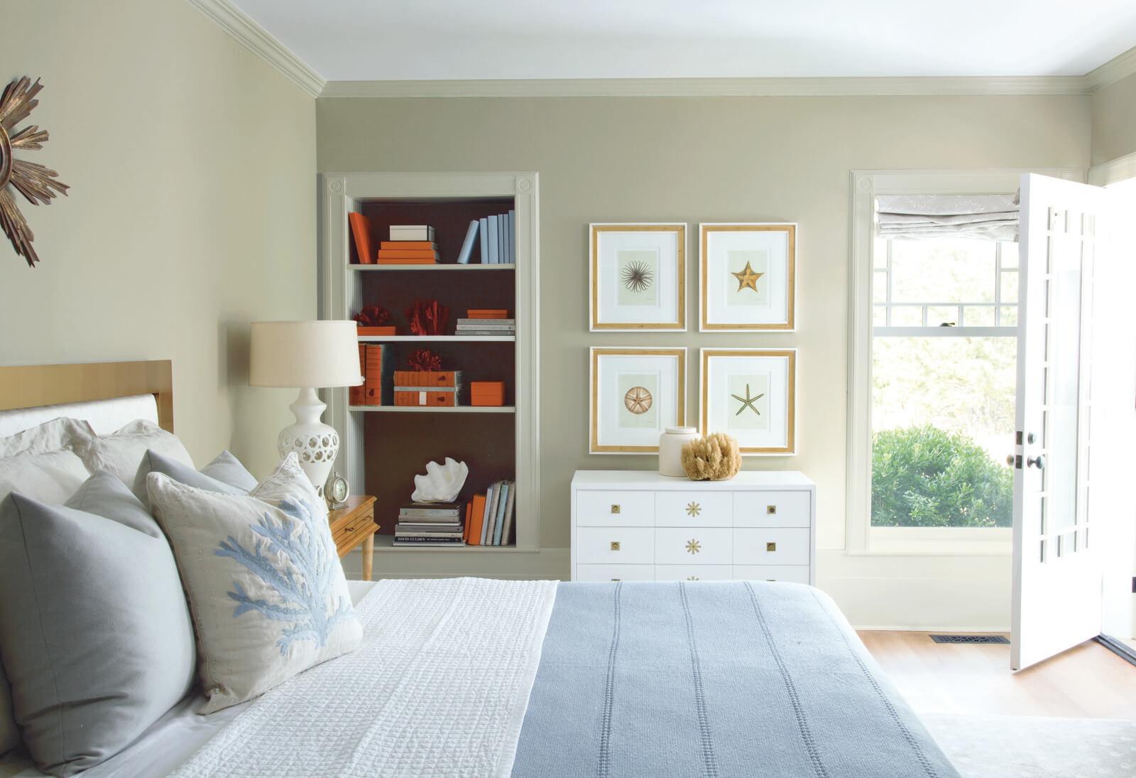 Bedroom_with_Sea_Decor.jpg