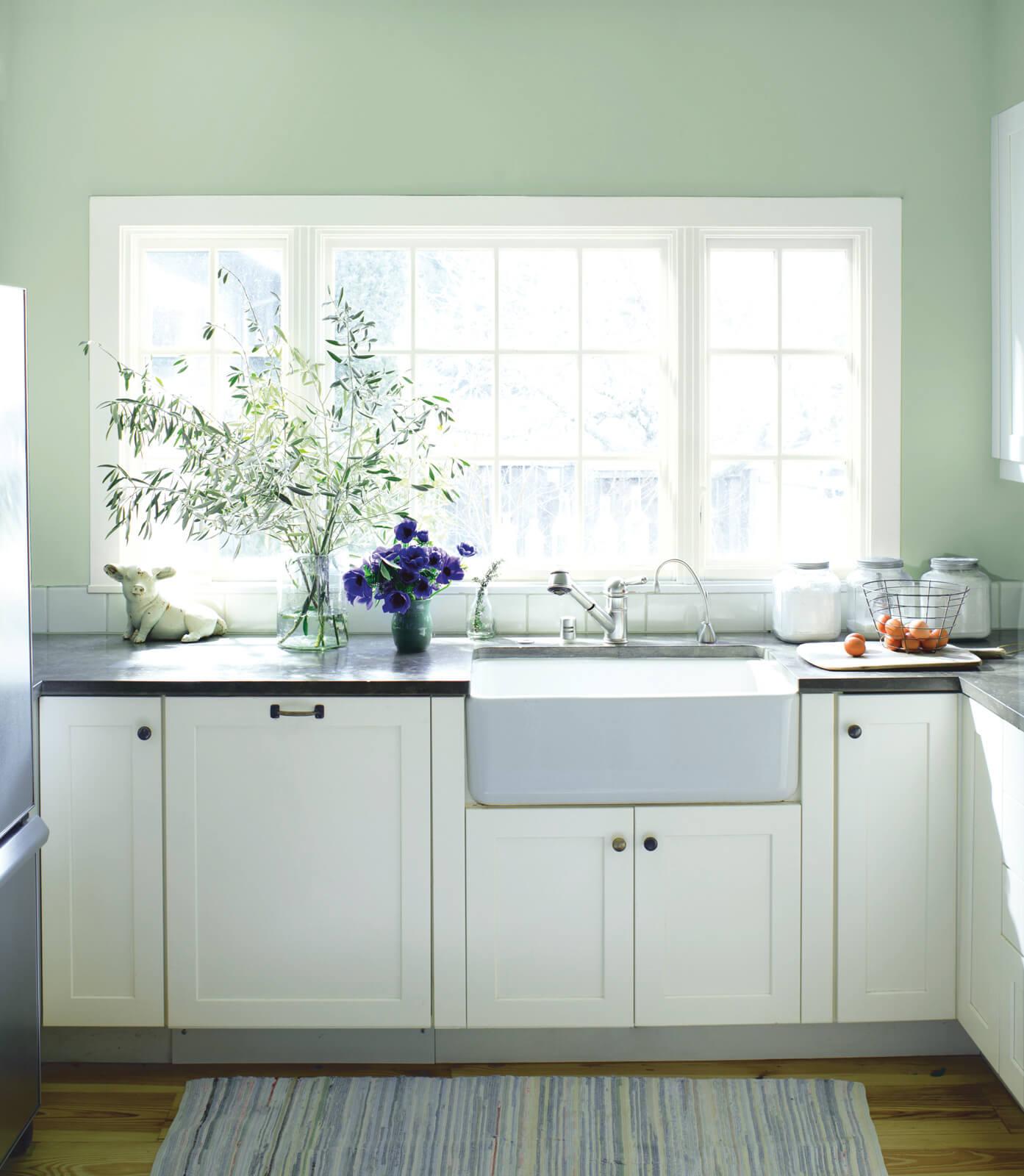 Tudor_Kitchen_with_big_window.jpg