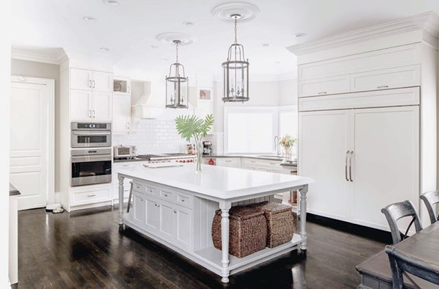 Kitchen goals! Love how designer Marcy paired the white cabinets with the dark flooring. Contact us for a design consultation!