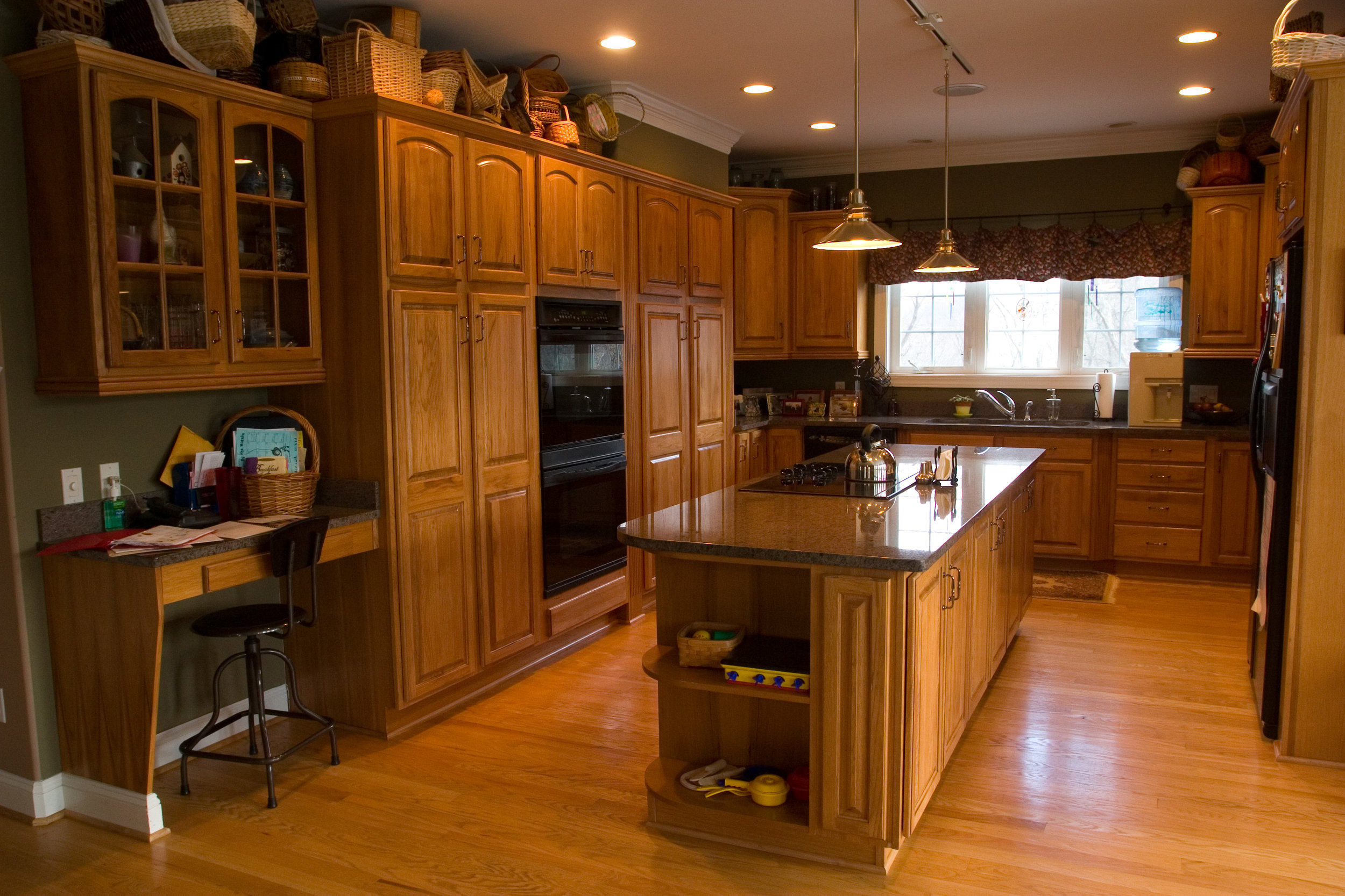 scotts_kitchen1.jpg