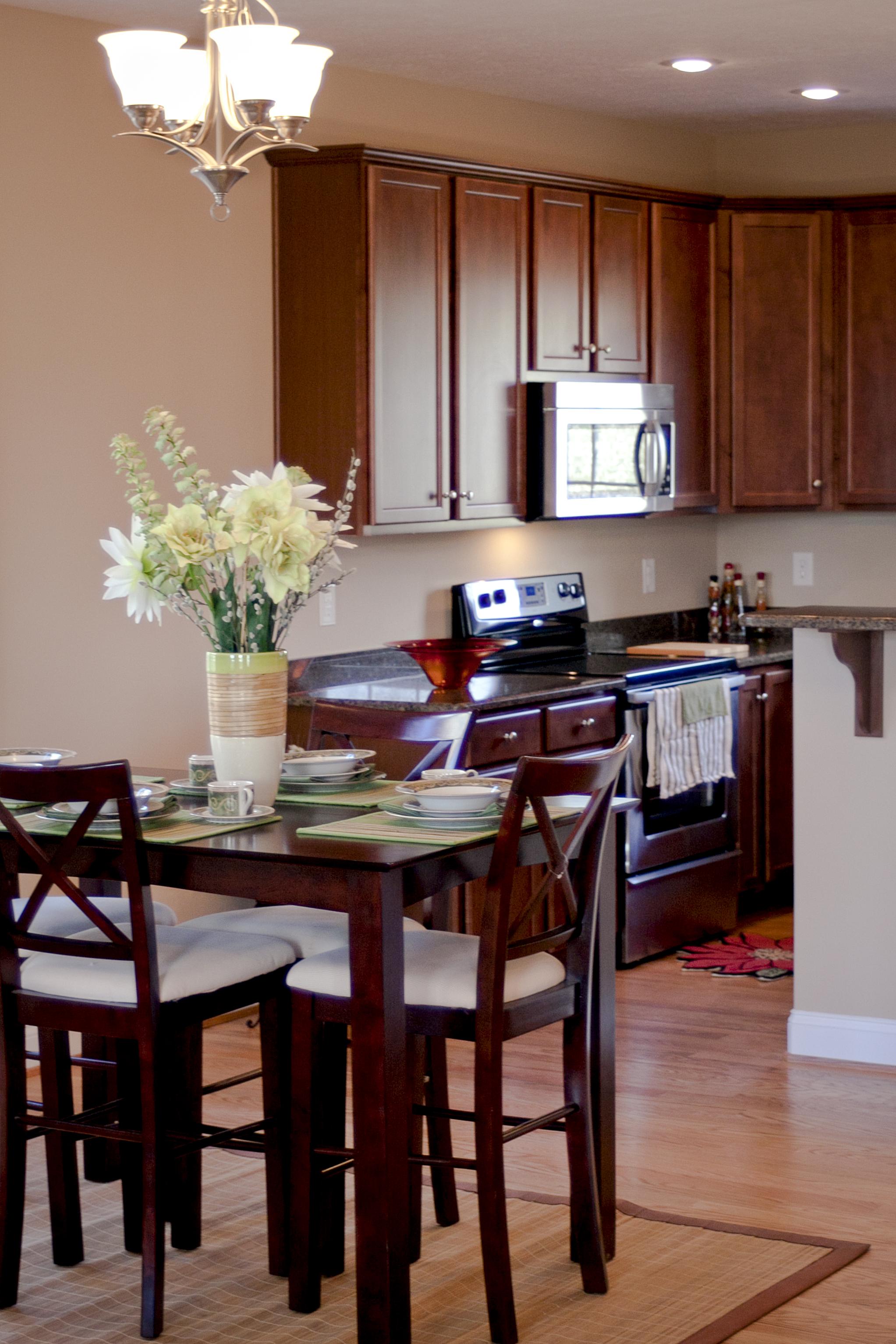 905 Kentwood kitchen1 (2).jpg