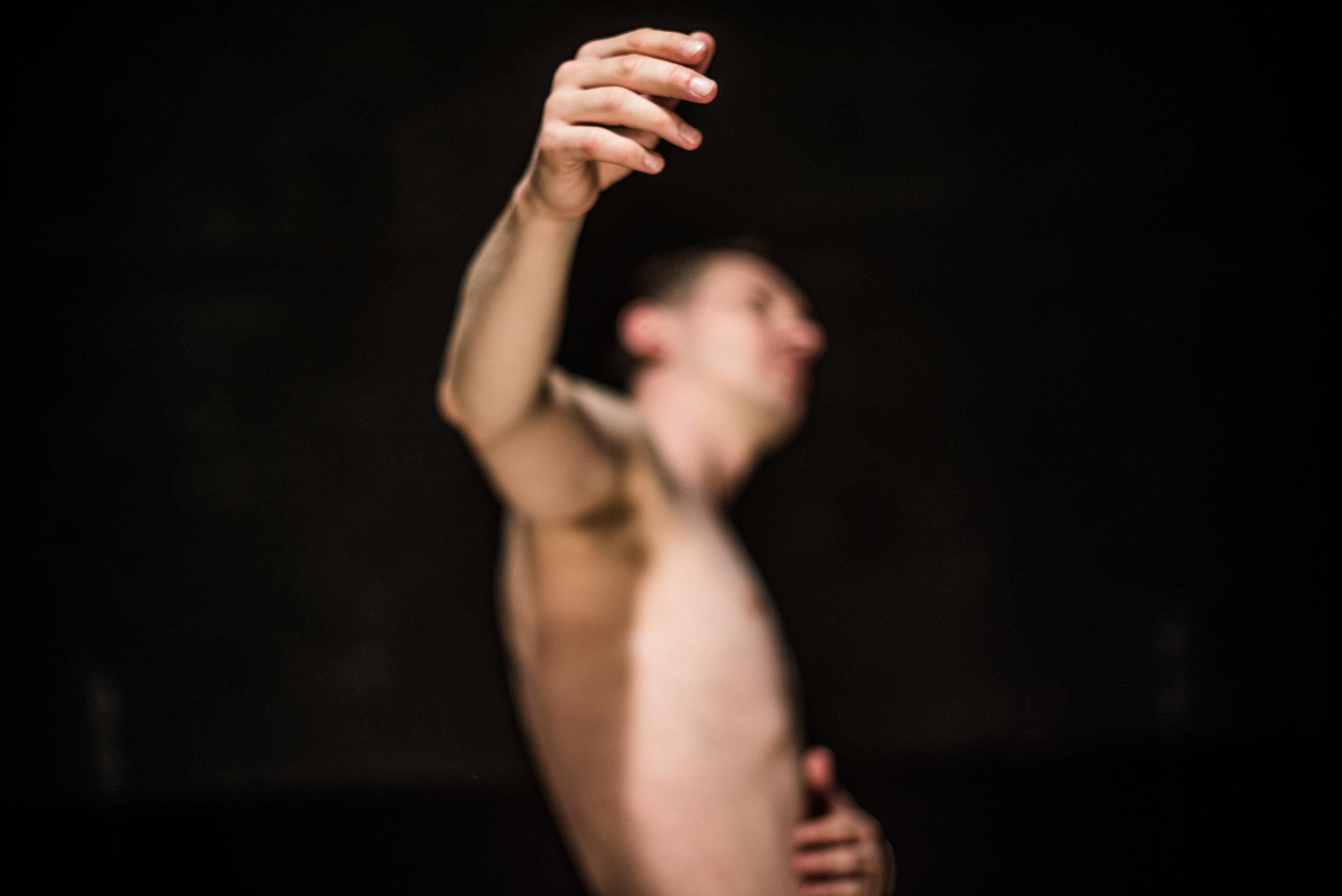 DANCING - Koen De Preter - (c)Bart Grietens - hand.jpg