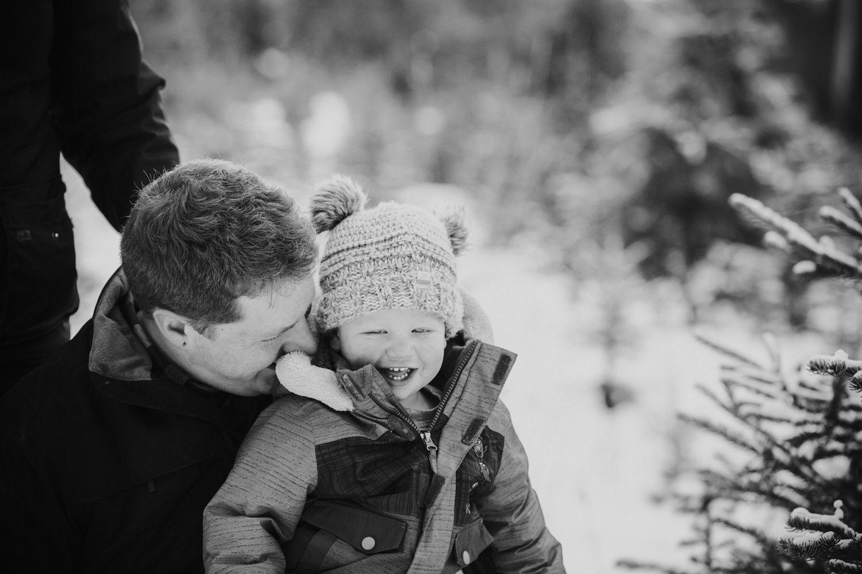 kelowna-christmas-tree-farm-family-photography-okanagan-winter-family-photographers-julie-dorge-photography (1 of 33).jpg