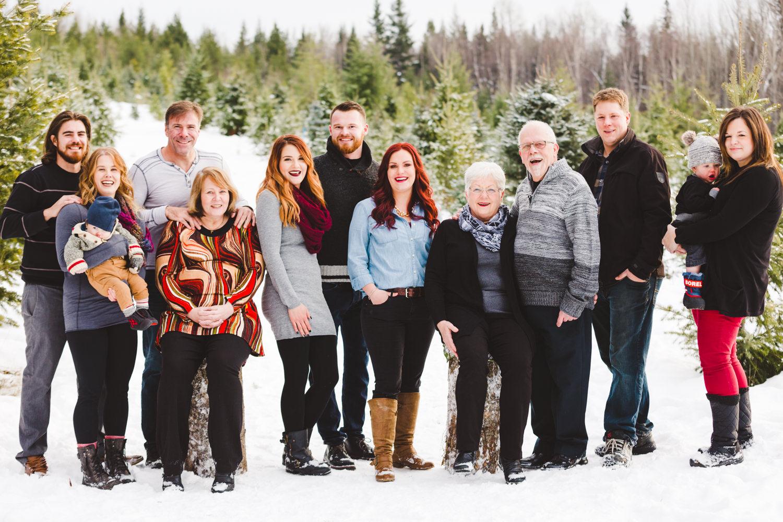 kelowna-christmas-tree-farm-family-photography-okanagan-winter-family-photographers-julie-dorge-photography (14 of 33).jpg