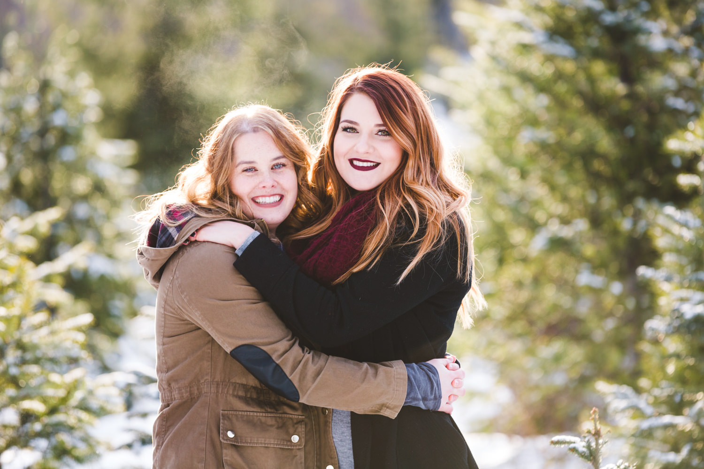 kelowna-christmas-tree-farm-family-photography-okanagan-winter-family-photographers-julie-dorge-photography (22 of 33).jpg