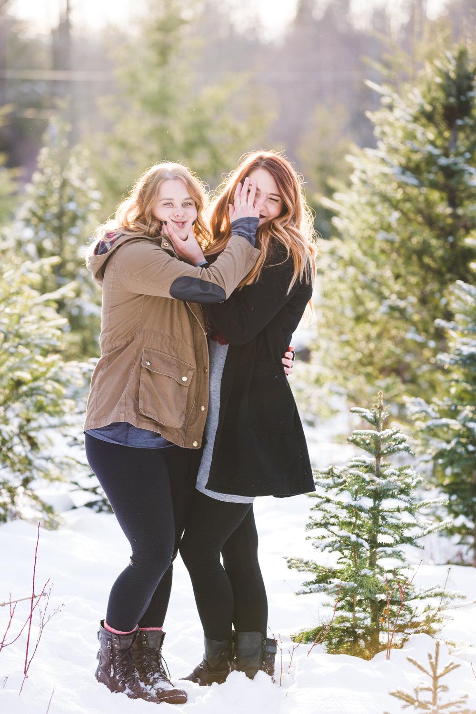 kelowna-christmas-tree-farm-family-photography-okanagan-winter-family-photographers-julie-dorge-photography (23 of 33).jpg