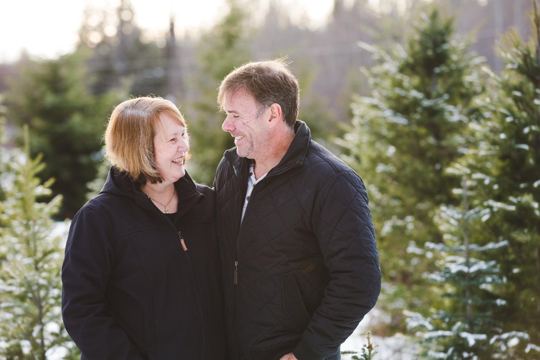 kelowna-christmas-tree-farm-family-photography-okanagan-winter-family-photographers-julie-dorge-photography (28 of 33).jpg