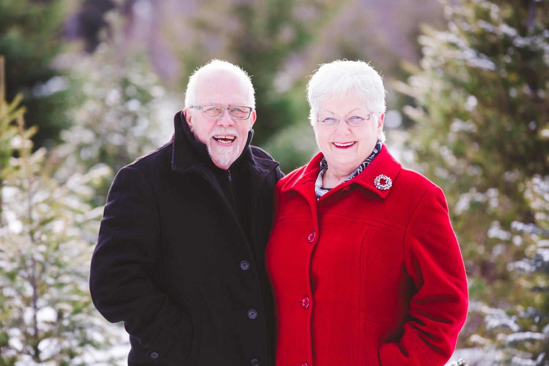 kelowna-christmas-tree-farm-family-photography-okanagan-winter-family-photographers-julie-dorge-photography (30 of 33).jpg