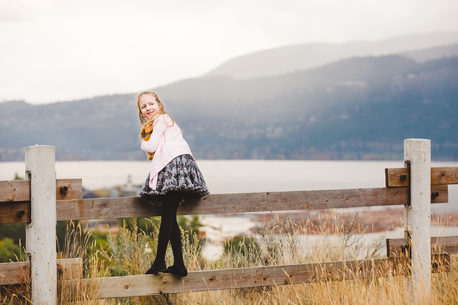 knox-mountain-family-photos-knox-mountain-photographer-knoz mountain-kelowna-bc-knox-moutain-mother-daughter-photography-by-julie-dorge (7 of 27).jpg