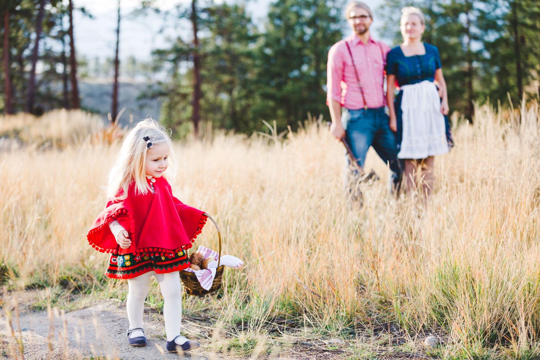kelowna-halloween-family-photoshoot-little-red-riding-hood-photography-okanagan-halloween-family-photographers-julie-dorge (10 of 27).jpg