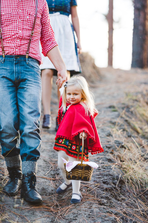 kelowna-halloween-family-photoshoot-little-red-riding-hood-photography-okanagan-halloween-family-photographers-julie-dorge (14 of 27).jpg