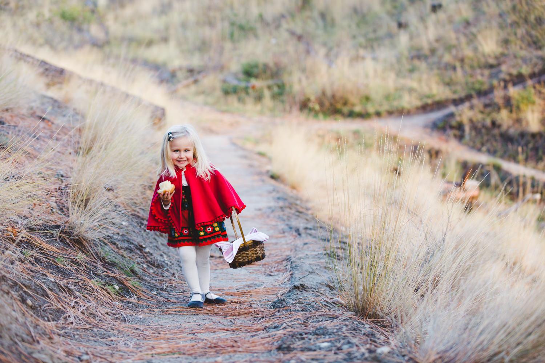 kelowna-halloween-family-photoshoot-little-red-riding-hood-photography-okanagan-halloween-family-photographers-julie-dorge (16 of 27).jpg