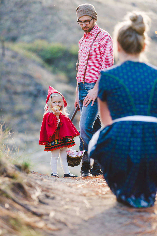 kelowna-halloween-family-photoshoot-little-red-riding-hood-photography-okanagan-halloween-family-photographers-julie-dorge (18 of 27).jpg