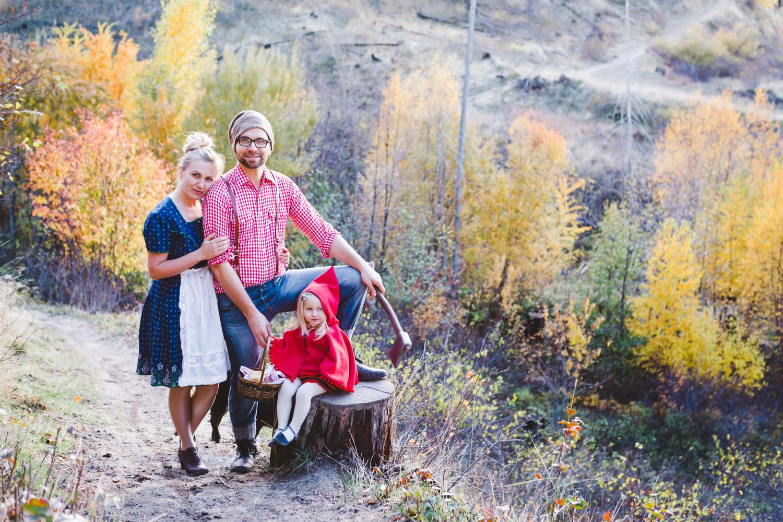 kelowna-halloween-family-photoshoot-little-red-riding-hood-photography-okanagan-halloween-family-photographers-julie-dorge (20 of 27).jpg