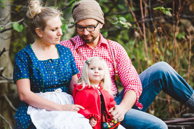 kelowna-halloween-family-photoshoot-little-red-riding-hood-photography-okanagan-halloween-family-photographers-julie-dorge (23 of 27).jpg