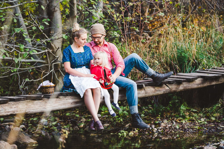 kelowna-halloween-family-photoshoot-little-red-riding-hood-photography-okanagan-halloween-family-photographers-julie-dorge (22 of 27).jpg