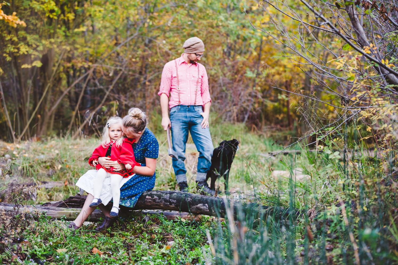 kelowna-halloween-family-photoshoot-little-red-riding-hood-photography-okanagan-halloween-family-photographers-julie-dorge (24 of 27).jpg