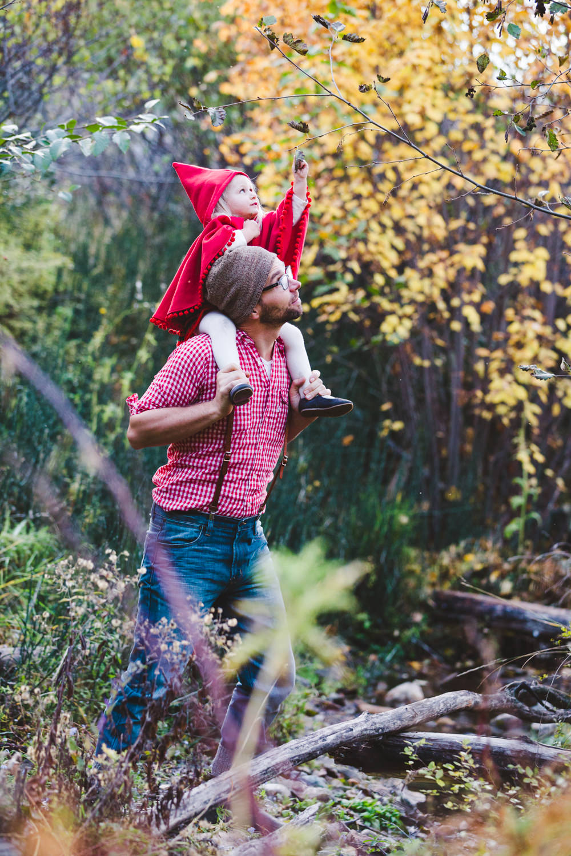 kelowna-halloween-family-photoshoot-little-red-riding-hood-photography-okanagan-halloween-family-photographers-julie-dorge (26 of 27).jpg