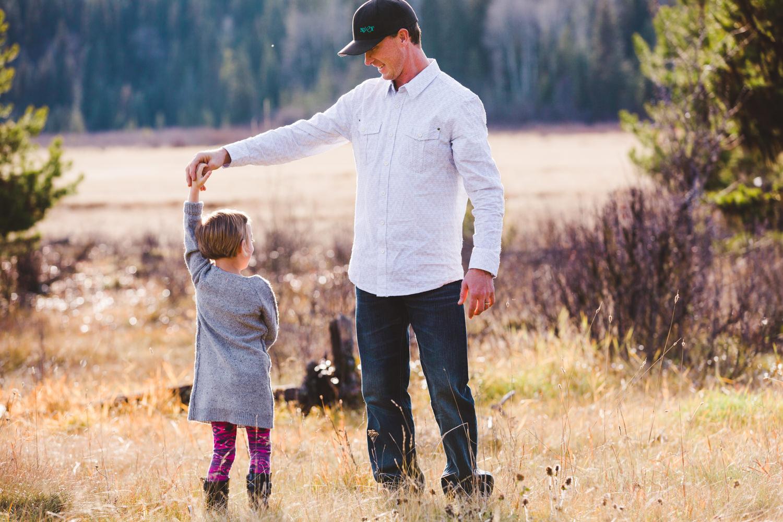 kelowna-outdoor-family-photography-family-advernture-photographers-okanagan-bc-kids-photos-julie-dorge (15 of 58).jpg