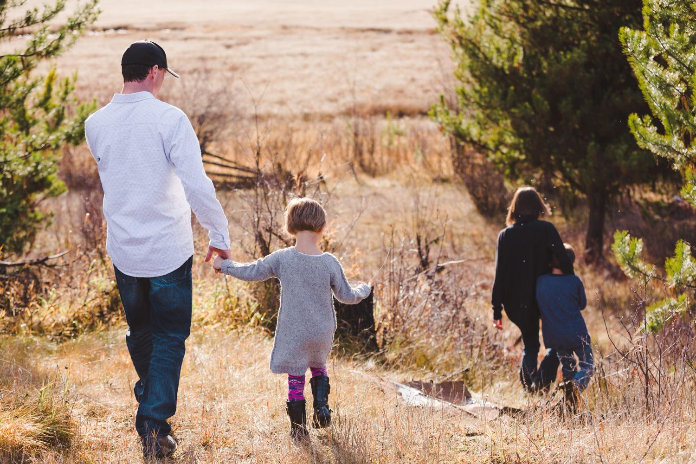 kelowna-outdoor-family-photography-family-advernture-photographers-okanagan-bc-kids-photos-julie-dorge (19 of 58).jpg