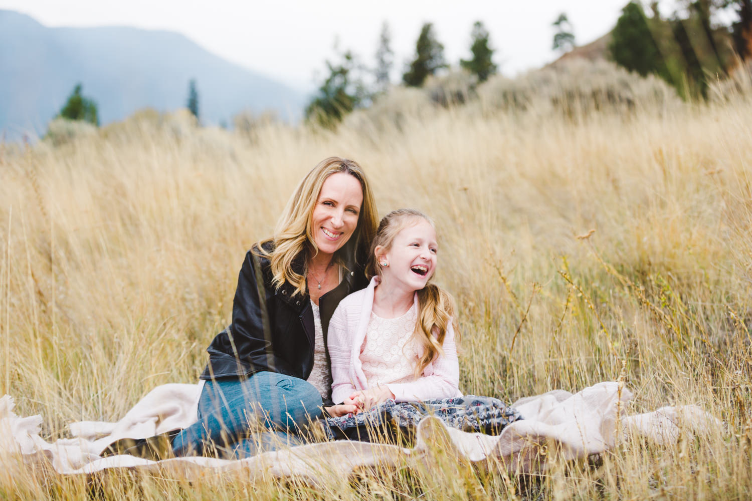 knox-mountain-family-photos-knox-mountain-photographer-knoz mountain-kelowna-bc-knox-moutain-mother-daughter-photography-by-julie-dorge (3 of 27).jpg