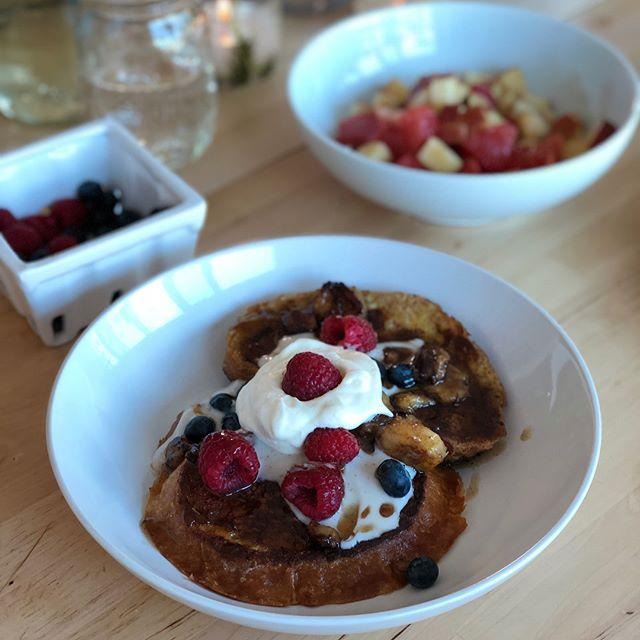 "My true ""desert island"" brunch • recipe on blog soon (link in bio) #desertislandfood #bombfrenchtoast"