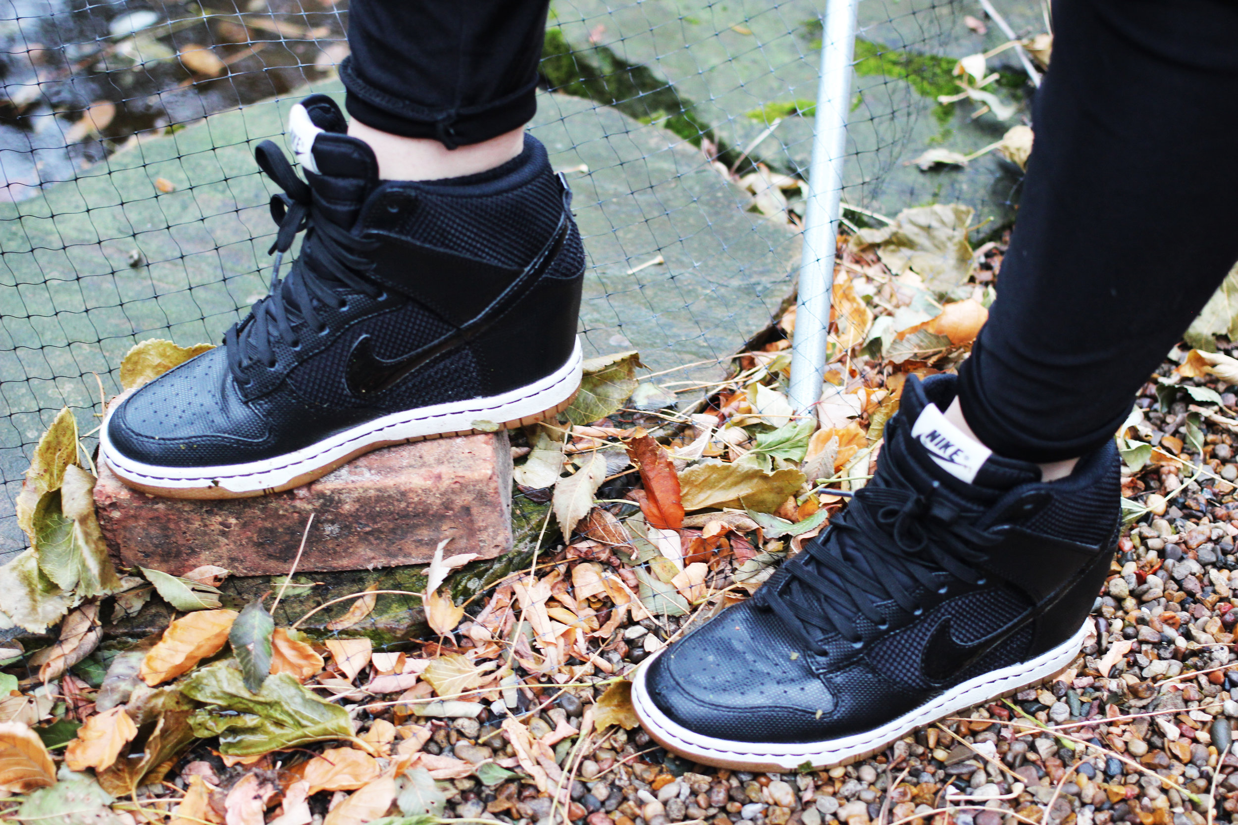 nike ski hi dunk wedge in black